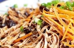 易柴的鸡胸肉做成最好吃的凉拌菜~