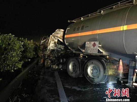 广西钦州29吨汽油罐车