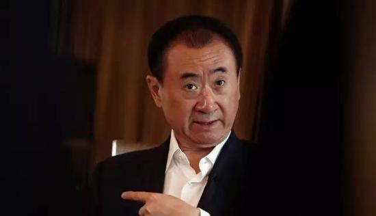 王思聪去年骂的万达酒店被他爸卖了!