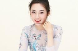 《绝密543》陈维涵最新写真曝光 薄纱连衣裙清新