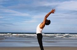 瑜伽减肥如何快速瘦小腹 瑜伽脊柱扭转式