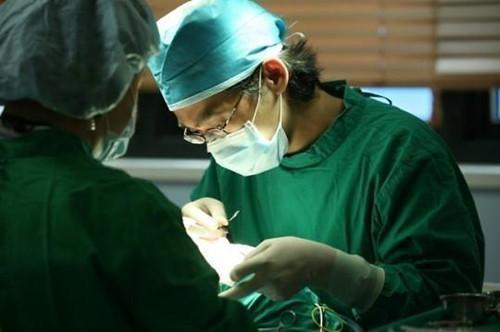 华人女子美容院隆胸时昏迷 医界吁监管无资质机