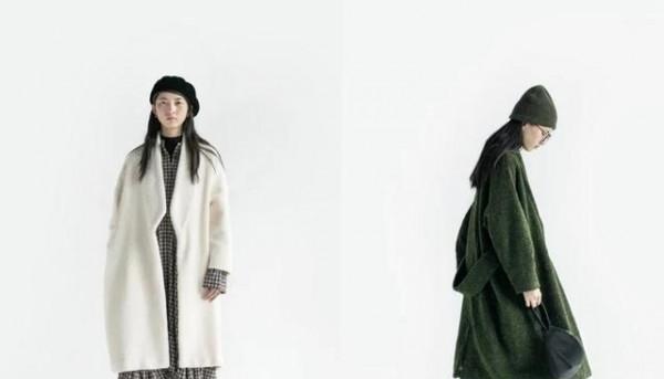 冬季适合穿什么样的连衣裙 白色大衣应该如何搭配