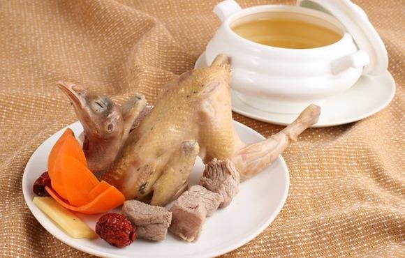 白果炖鸡营养好,做法也简单!