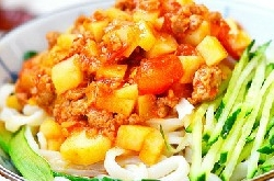土豆番茄牛肉炸酱面