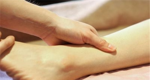 脚静脉曲张是怎么回事