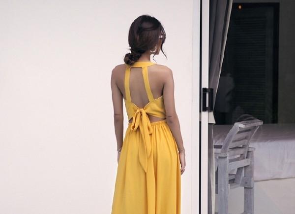 这样的连衣裙喜欢么 露背连衣裙很sexy哦