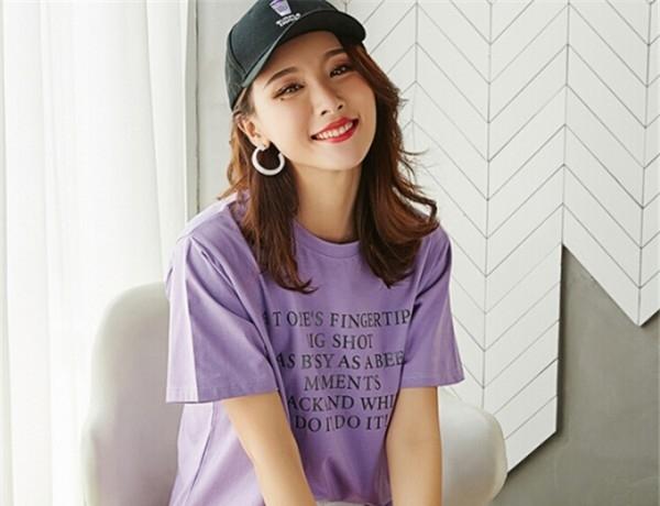 中长款T恤怎么搭配 长款紫色T恤配什么颜色的裤子