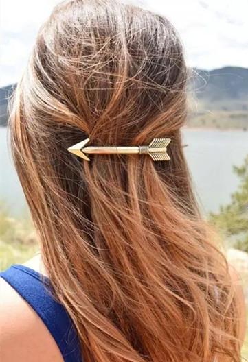 金属发夹打造完美长发,简洁大方富有质感